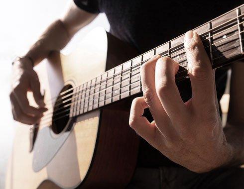 Spiller gitar